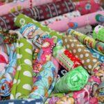 DIY: Kinderkleidung mit bunten Stoffen
