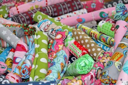 Bunte Stoffe für Kinderkleidung