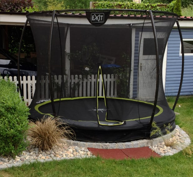 inground trampolin spiel und spa im garten. Black Bedroom Furniture Sets. Home Design Ideas