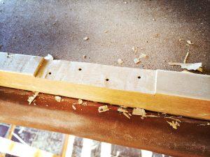 Lederpolster vom alten Sprungkasten restaurieren