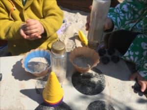Sandkastenspielzeug Eisladen mit Eisfoermchen