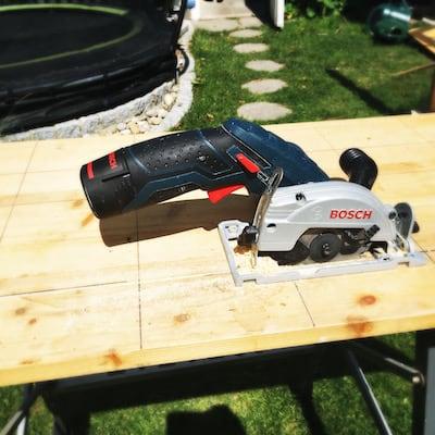 Bosch Akku Handkreissäge werken Holzgirlande