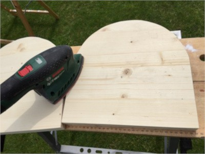 Holzschaf zum Reiten