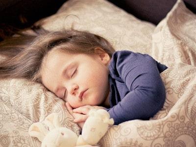 Baby Einschlafrituale mit Spieluhr